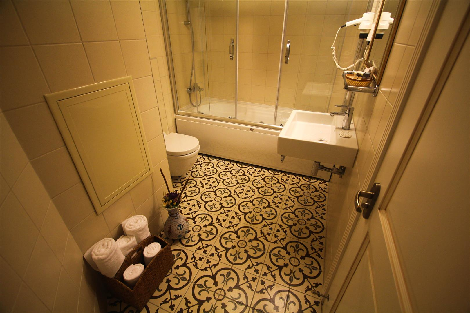 Bathroom For Family Room and Deluxe Room Bath in Venue Hotel IStanbul Sirkeci